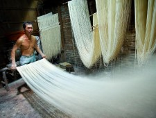 PSA Honorable Mention - Wu-Hsiung Yang (USA)  - Making Vermicelli, Taiwan